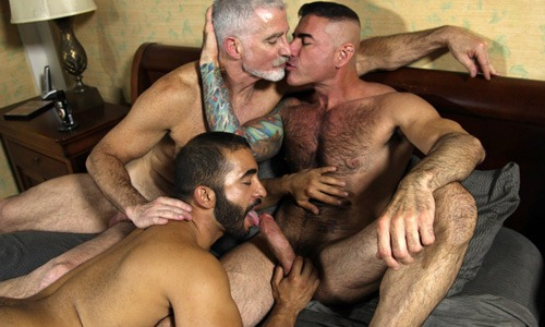 hot-muscle-daddies-making-out